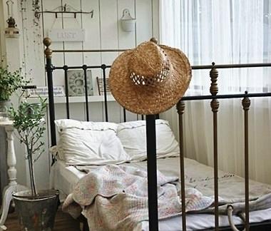 小空间简易卧室装修图片