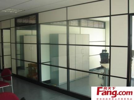 2013实用办公室玻璃隔断图片欣赏