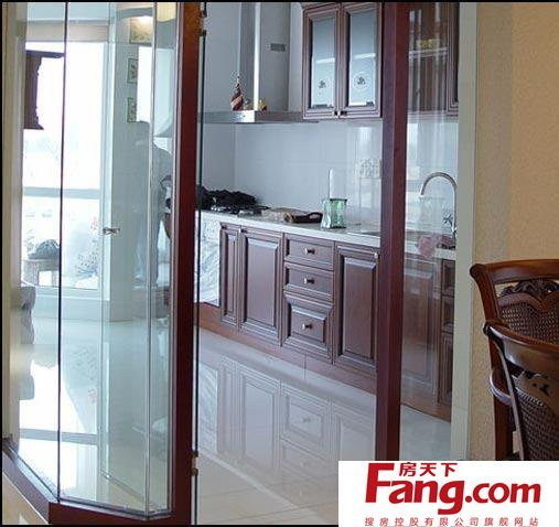 美式开放式厨房玻璃隔断图片图片