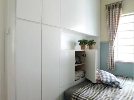 卧室白色壁柜装修效果图