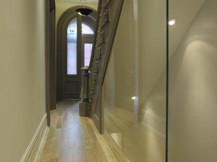 楼梯过道玻璃隔断