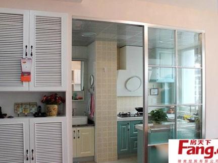 现代开放式厨房玻璃一门隔断效果图图片