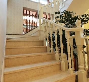 最新欧式别墅楼梯装修效果图图片