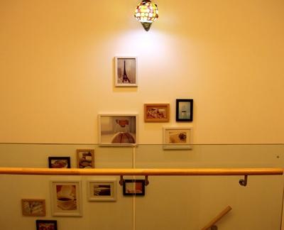 小复式楼梯照片墙设计