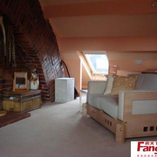 美式风格带阁楼的房子装修效果图