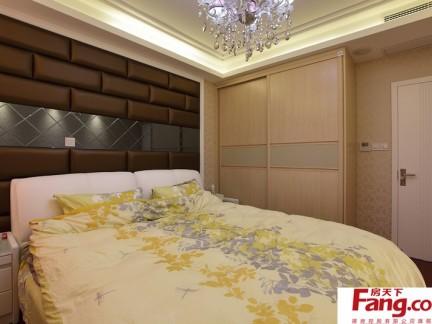 卧室床头软包背景墙装修设计