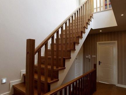 复式楼楼梯间设计效果图图片