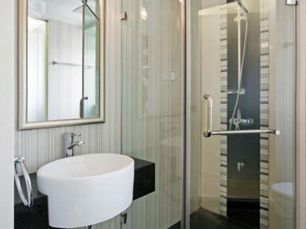 成都淋浴房隔断安装