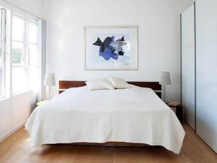 现代卧室木地板装修效果图2013