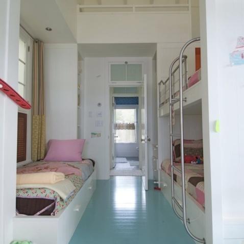 简约儿童卧室上下铺床装修设计