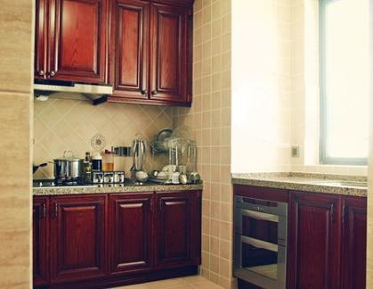 小厨房实木橱柜装修设计图片