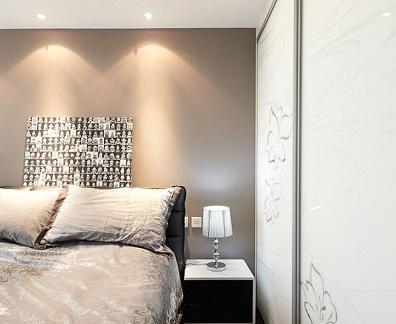 现代风格小户型卧室衣柜门图片