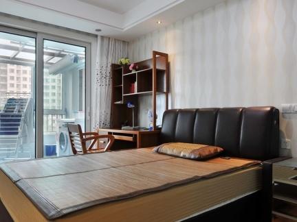 现代家装卧室带阳台装修设计图图片