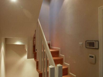 小别墅下楼梯装修图片