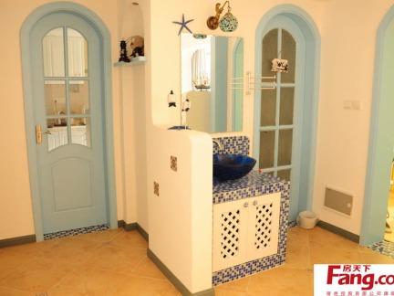 地中海风格卫生间洗手台隔断墙设计