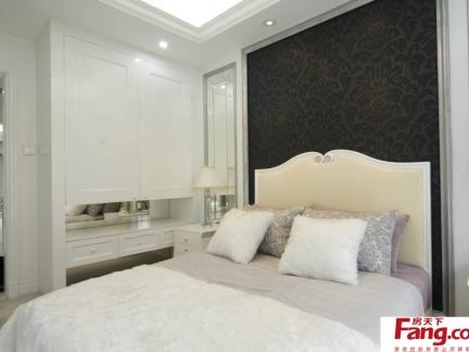 卧室床头壁纸背景墙装修效果图