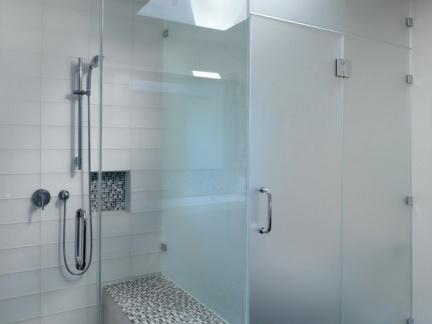 卫生间浴室玻璃门隔断装修效果图