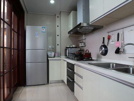 美式长形厨房装修效果图