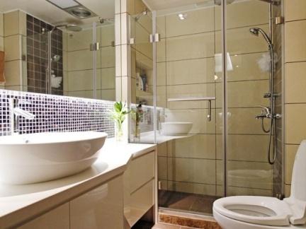 卫生间淋浴室玻璃隔断门装修效果图