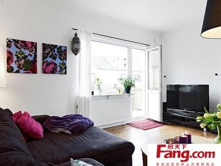 白领最爱的90平单身公寓客厅电视背景墙装修效果图