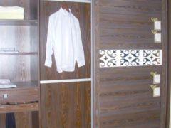 衣之家紫檀木纹柜体