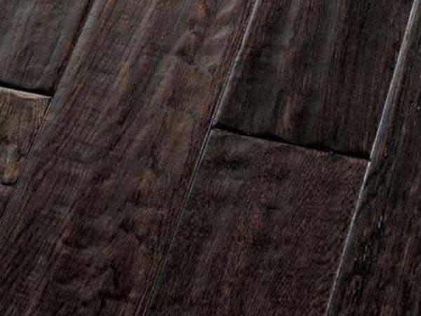 北美枫情王后居室系列-黑珍珠实木复合地板