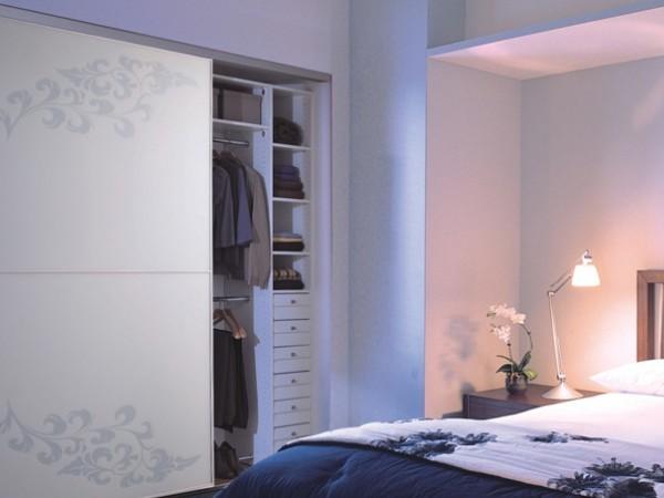 索菲亚C3框紫荆花哑黄玻璃定制衣柜 欧式趟门订做衣柜 储藏柜
