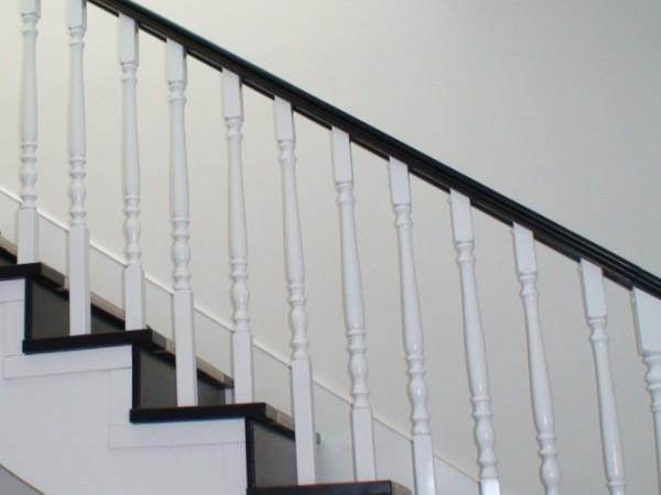 谨诺楼梯车圆柱实木立柱