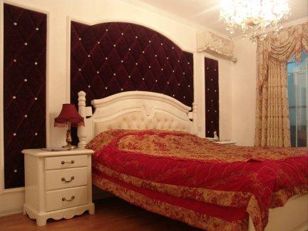 欧美风情二居室卧室影视墙装修效果图欣赏