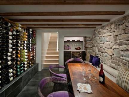 地下室改造酒窖,再现霍比特人的红酒文化