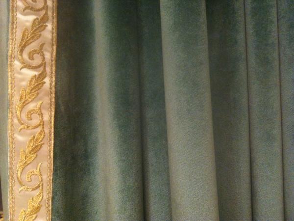 宝盛华庭湖绿色高端绒布刺绣花边窗帘