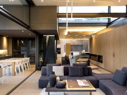 奢华又功能强大的现代南非别墅