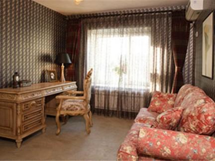东南亚风格三居室卧室窗帘装修图片