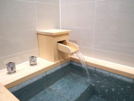 日式原木色40平小复式装修浴缸实景图