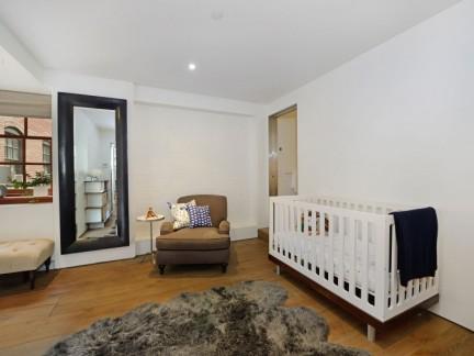 温馨美式风格三居儿童房婴儿床装修图片