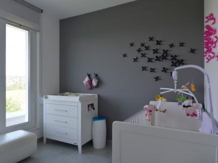 舒适纯净儿童房可爱婴儿床装饰效果图