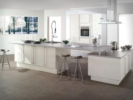 白色简约风格敞开式厨房装修图