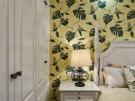 卧室白色实木床头柜图片欣赏