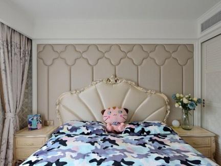 欧式风格卧室床头软包背景墙效果图