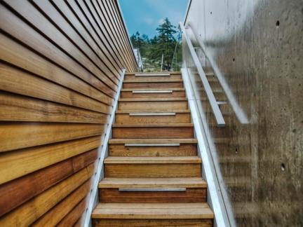 原木色实木楼梯踏板装修设计