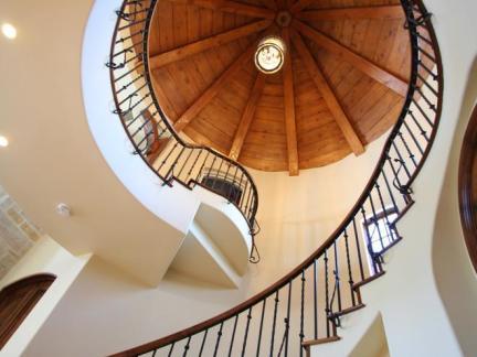 大型公寓旋转楼梯图片欣赏
