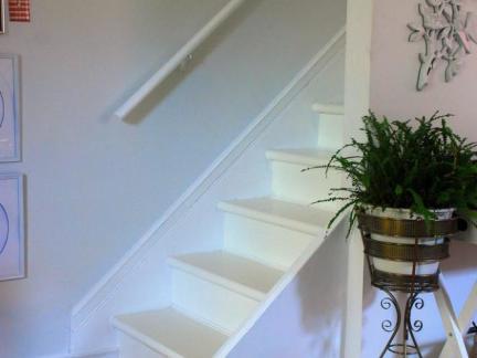 现代风格二层复式楼梯铁艺花架效果图欣赏