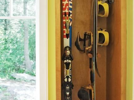 复古小型别墅入门置物架装修设计