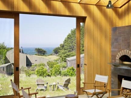 雅致阳台木制家具装修设计
