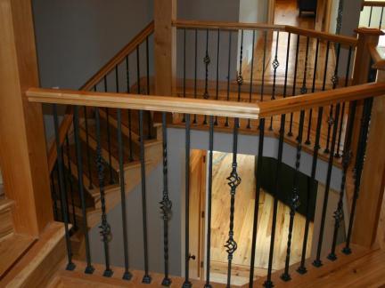 大型别墅原木色楼梯装修设计