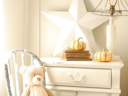 一居室卧室白色梳妆台设计图