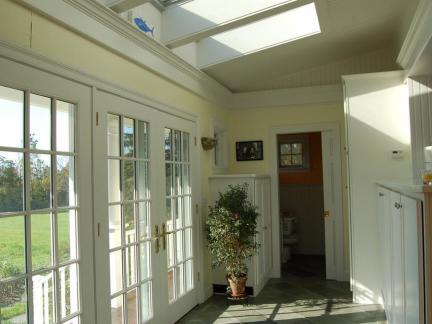 欧式住宅玄关玻璃平开门装修设计