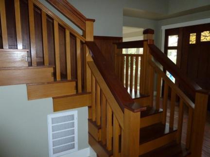 原木色实木楼梯装修设计