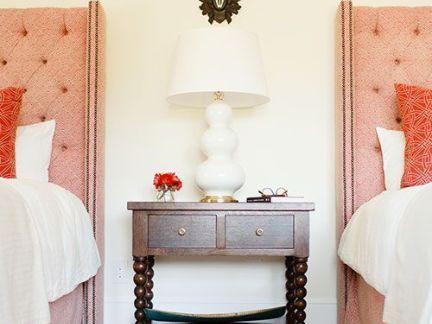 后现代别墅客房床头柜装修设计