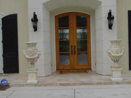 现代风格大别墅原木色隔断门装修设计
